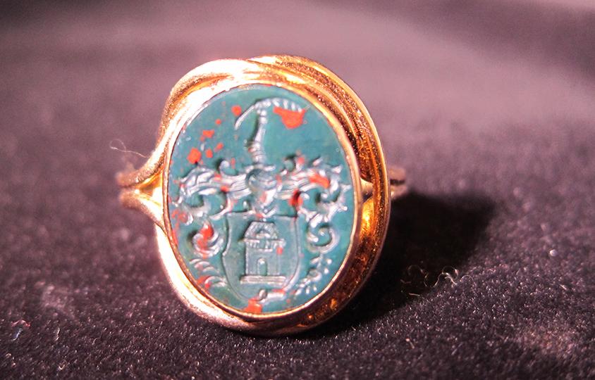 bloodstone-intaglio-coat-of-arms