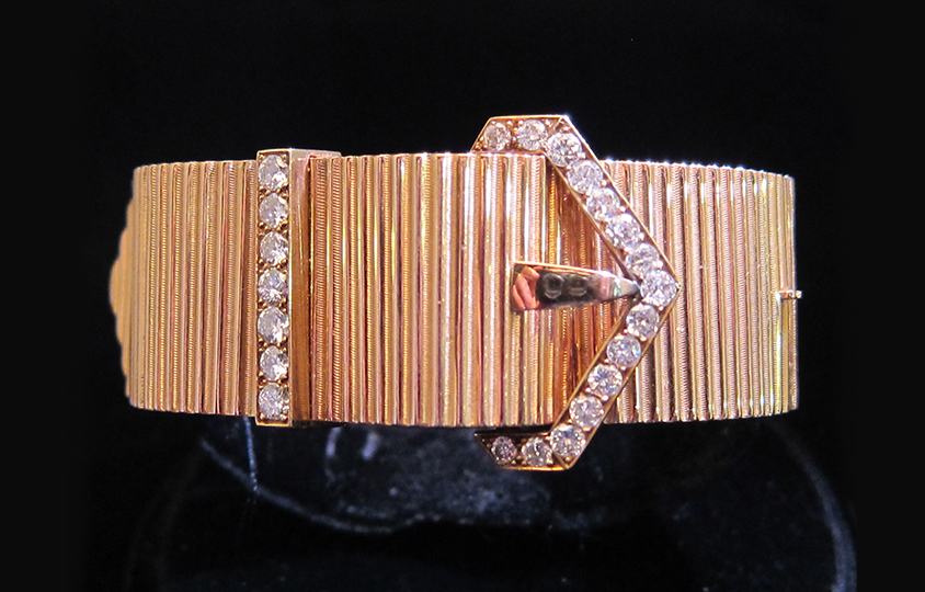 striated-buckle-bangle Chicago