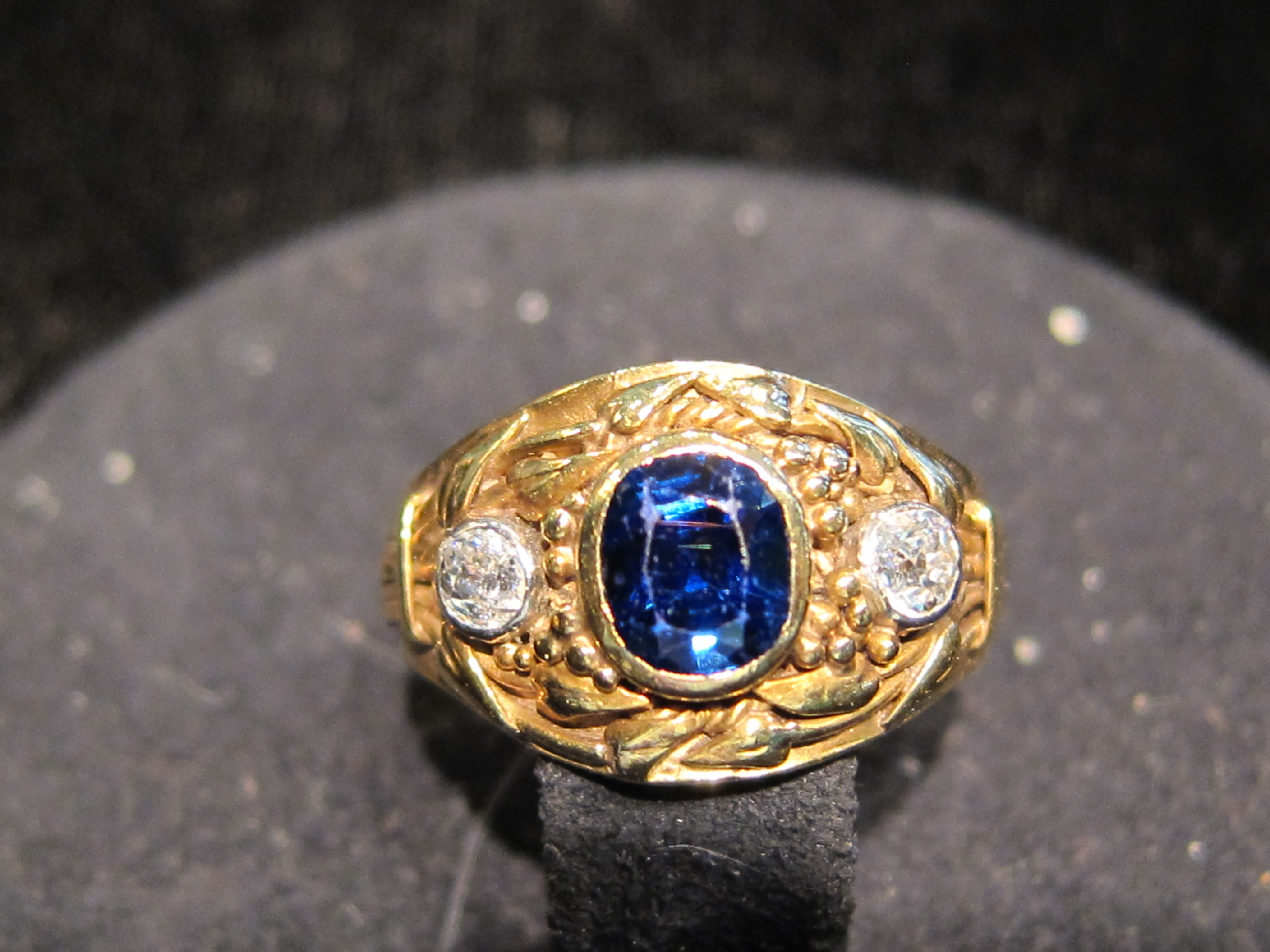 American 18kt. Yellow Gold & Sapphire ring c1890