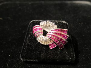Platinum, Ruby & diamond brooch Art Deco 1920