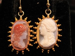 Agate hardstone cameo earrings of Athena