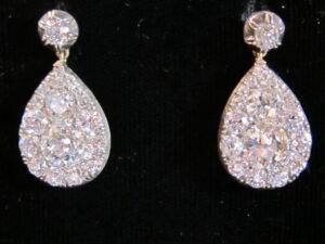 pear shaped diamond earring